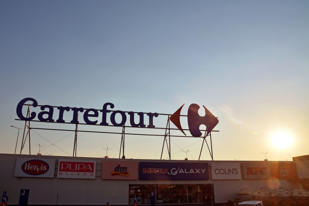 Carrefour supermarket Depositphotos