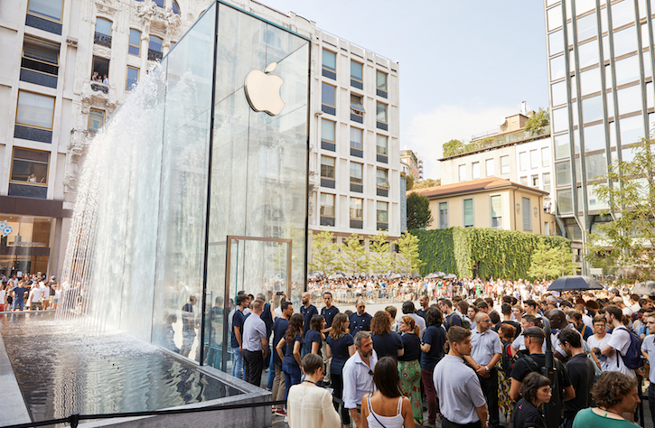 The Flagship Apple Store Opened in Milan
