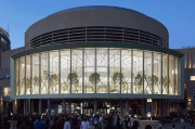 Apple Opens New Store In Dubai Mall