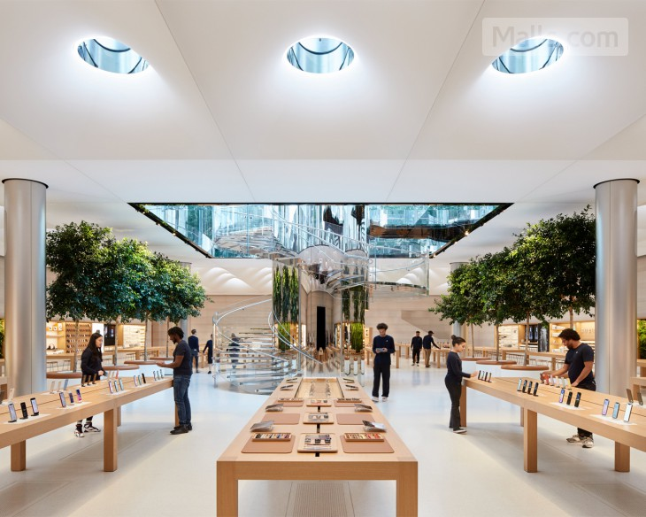 Apple's Legendary Fifth Avenue Store Reopens its Doors