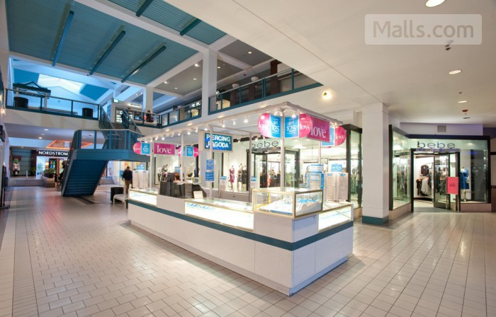 Anchorage 5th Avenue Mall photo №2