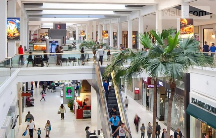 Westfield fashion square mall in sherman oaks california usa