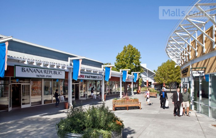 Petaluma Village Premium Outlets photo №4
