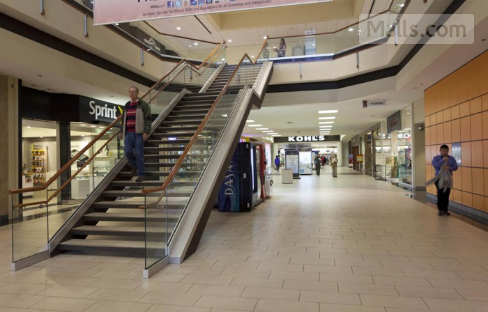Maplewood Mall photo №3