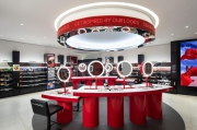 Ultra-modern MAC cosmetics store with VR and AI opened in New York City