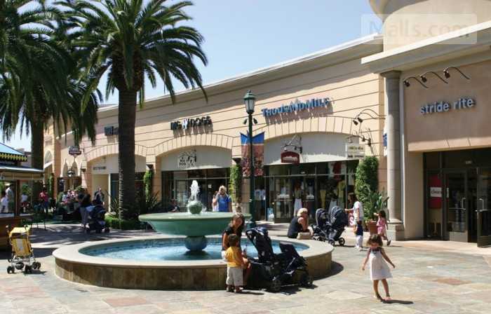 Carlsbad Premium Outlets photo №3