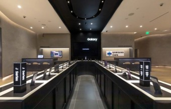 Samsung Opens First US Retail Stores
