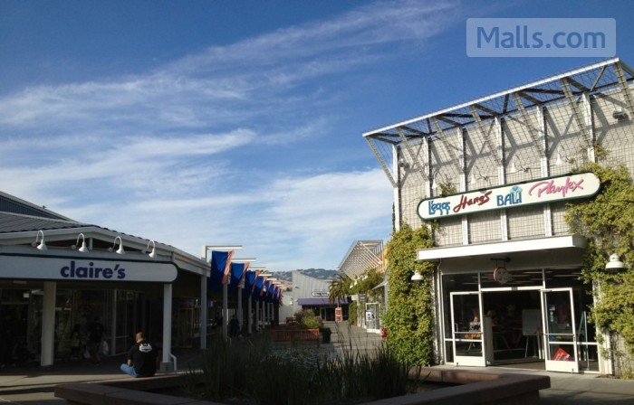 Petaluma Village Premium Outlets photo №2